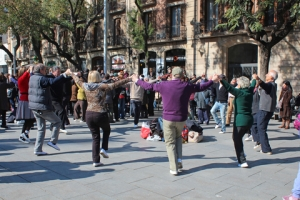 People dance the traditional Sardana in front of the cathedral in Barcelona. Photo by Bambi L. Dingman