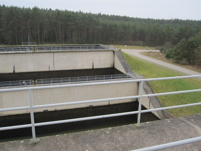 These reservoirs beside the lock retain water from our drop to use it for the next lift.