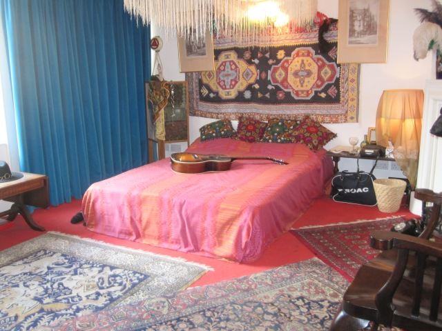 Jimi Hendrix bedroom redolent of 1969 Photo by J. Emmons